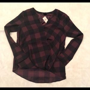 NWT. Ann Taylor Factory v neck high low blouse top